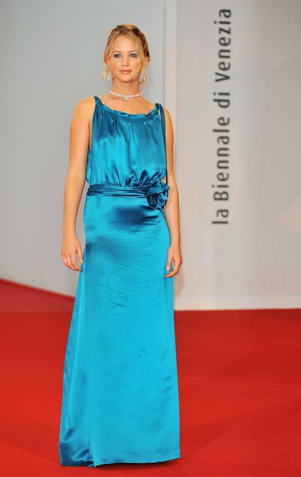 Шарлиз Терон В Мокром Платье – Пылающая Равнина (2008)