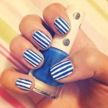5ad3dd85bfcf Маникюр синий с полосками – Какой модный маникюр в полоску сделать