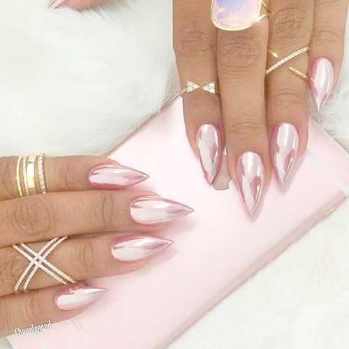 Втирка блестками ногти
